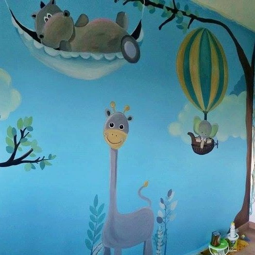 Mural painting kid dormitory with a giraffe